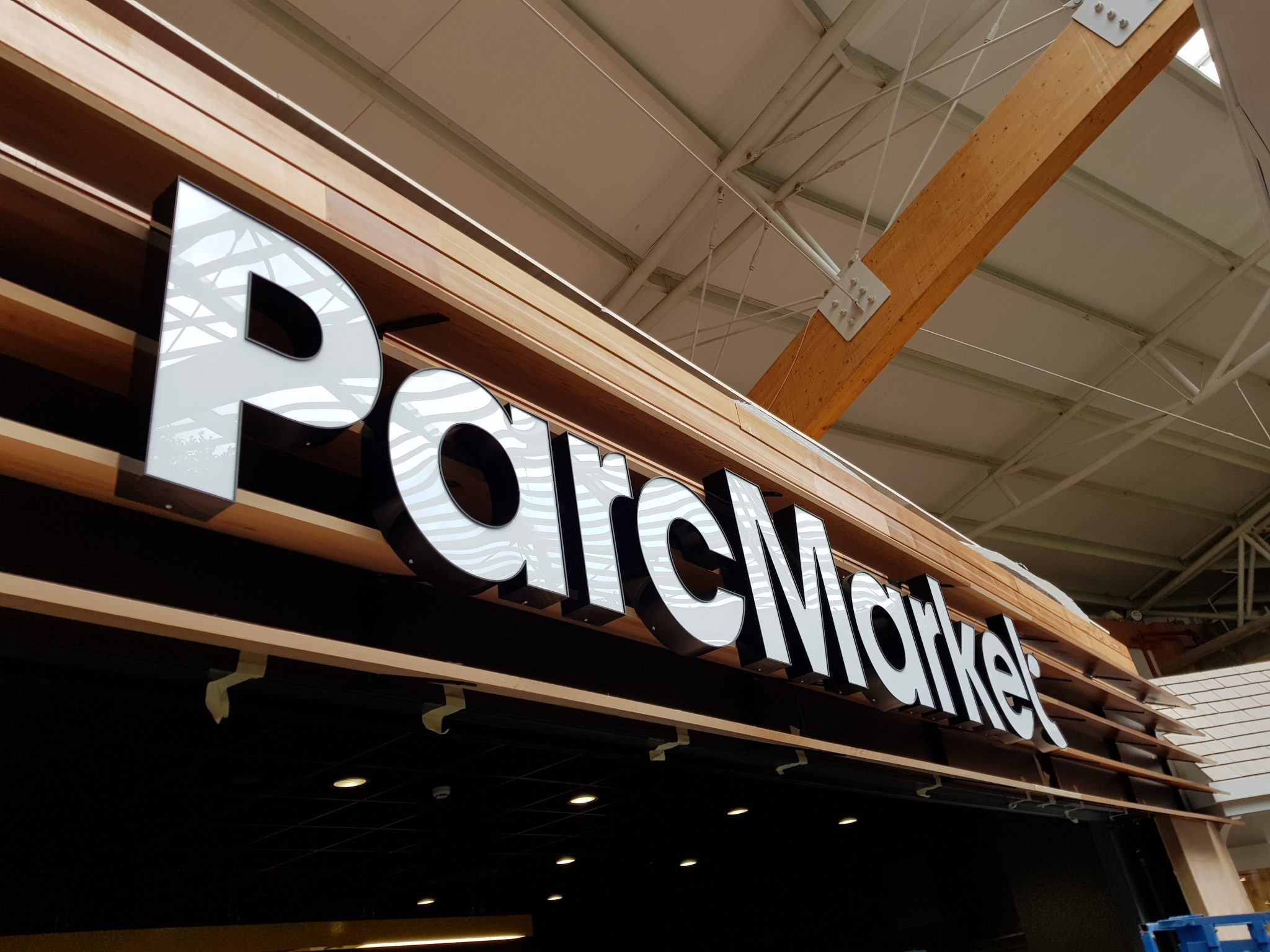 centre parcs led signs custom design manufacture and install Doncaster